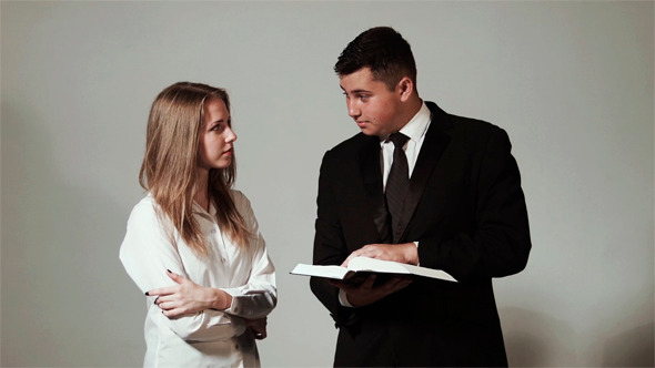 Young Teens Reeds The Bible And Pray